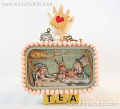 Alice at Tea, altered tin - MISCELLANEOUS TOPICS - It's been too danged long since I made altered an Altoids tin! Here's one I just made with an Alice in Wonderland theme. The base of the tin Tin Can Crafts, Fun Crafts, Arts And Crafts, Paper Crafts, Altered Tins, Altered Art, Matchbox Art, Polka Dot Paper, Tin Art