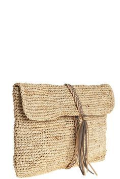 """B """"Bolso con trenza y borla - Braid Tassel Clutch"""", """" Leather braiding starts from magnetic clasp (inside) and wraps around. Also has long strap. Crochet Clutch, Crochet Handbags, Crochet Purses, Crochet Bags, Love Crochet, Diy Crochet, Crochet Top, Crochet Ideas, Clutch Bag"""