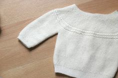 DIY Tutorial Jersey Princesa Charlotte (patrones gratis) - Oh, Mother Mine DIY! Knitting For Kids, Baby Knitting, Princesa Charlotte, Diy Tutorial, Pullover, Sweaters, Clothes, Fashion, Fabrics