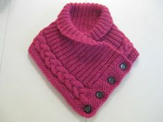 Knitted neckwarmer with buttons - free knitting pattern in Swedish. Not crochet but great idea Baby Knitting Patterns, Loom Knitting, Knitting Stitches, Free Knitting, Crochet Patterns, Poncho Patterns, Knitting Machine, Knit Or Crochet, Crochet Scarves
