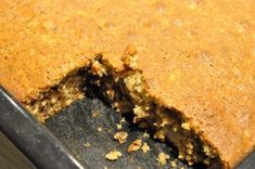 Banankage i bradepande med havregryn og chokolade