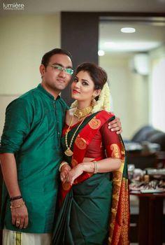Wedding couple dress combination 21 Ideas for 2019 Engagement saree Kerala Wedding Saree, Kerala Bride, Kerala Saree, South Indian Sarees, South Indian Bride, Saree Wedding, Indian Bridal, Marathi Wedding, Bridal Sari