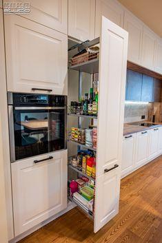 Farmhouse Kitchen Cabinets, Painting Kitchen Cabinets, Kitchen Cabinet Design, Kitchen Paint, Kitchen Storage, Kitchen Decor, Home Design, Interior Design, Classic Kitchen