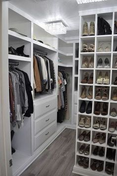 49 Creative Closet Designs Ideas For Your Home. Unique closet design ideas will definitely help you utilize your closet space appropriately. An ideal closet design is probably the only avenue towards . Small Master Closet, Walk In Closet Small, Walk In Closet Design, Master Bedroom Closet, Small Closets, Closet Designs, Master Bedrooms, Diy Bedroom, Bathroom Closet
