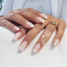 Semi-permanent varnish, false nails, patches: which manicure to choose? - My Nails Nail Swag, Perfect Nails, Gorgeous Nails, Pretty Nails, Amazing Nails, White Nails, Pink Nails, Gel Nails, Squoval Acrylic Nails