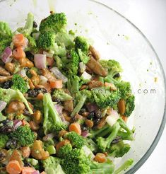 To try: I love raw broccoli; this extra crunchy broccoli salad looks delicious Whole Food Recipes, Great Recipes, Cooking Recipes, Favorite Recipes, Healthy Recipes, Crunchy Broccoli Salad, Raw Broccoli, Clean Eating, Healthy Eating