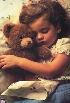 Cute little girls and her teddy bear Precious Children, Beautiful Children, Beautiful Babies, Cute Children, Little People, Little Ones, Little Girls, Baby Kind, Baby Love