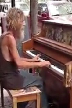 Homeless Man Blows Us Away With His Moving Piano Performance