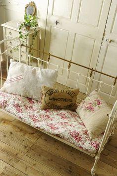アンティーク アイアンベビーベッド (アイボリー&マットゴールド) French Vintage Iron Baby Bed