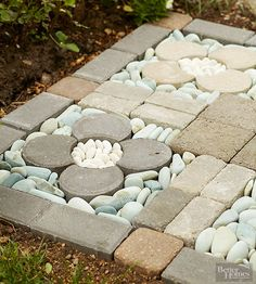 best Ideas for small backyard patio pavers river rocks Garden Stones, Garden Paths, Garden Art, Rocks Garden, Small Backyard Patio, Backyard Landscaping, Backyard Play, Outdoor Projects, Garden Projects