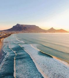 travel africa Safari Products is part of Safari Products The Africa Adventure Company - Endless surf in Cape Town, South Africa Surfing Destinations, Africa Destinations, South Africa Safari, Cape Town South Africa, Images Aléatoires, Places To Travel, Places To Visit, Voyager Loin, Table Mountain