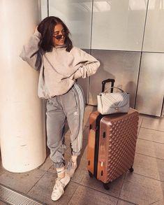 41f1e256cca Pinterest   prettygirlslied ✨ Airport Outfits
