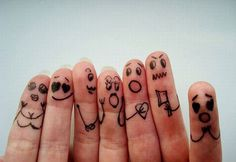 9 people in my family... 10 fingers. I have an idea for the next holiday card!!!