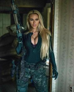 Model Army with Sexy Blonde Weapon from desktop.hdwallps.com #sexyarmy #womensoldier #weapon Hunting Girls, Military Women, Idf Women, Military Girl, Actrices Hollywood, Warrior Girl, Female Soldier, Girls Uniforms, Badass Women