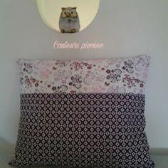 Coussin et sa housse ,tissu imprimé violet, blanc et mauve,motif floral et géométrique,décoration de la maison,coussin canapé
