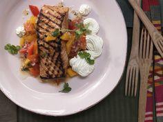 Chili-Lachsfilet - mit pikanter Paprika-Mango-Sauce - smarter - Kalorien: 480 Kcal - Zeit: 30 Min.   eatsmarter.de