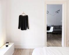 #MaskingTape: ein #flugzeug fliegt durch den Raum mit #maskingtape #interior #wandgestaltung #diy #inspiration  Mehr schöne Ideen mit Washi und Masking Tape auf SoLebIch: www.solebich.de/tag/washi-masking-tape
