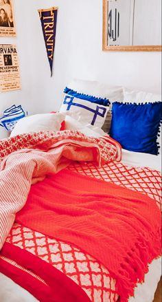 Preppy Bedroom, Neon Bedroom, Cute Bedroom Decor, Room Ideas Bedroom, Bedroom Inspo, Kids Bedroom, Room Goals, Dorm Rooms, New Room
