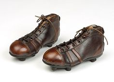 Old school football (soccer) cleats. my dad had a pair like this American Football Shoes, Old Football Boots, Soccer Boots, Soccer Cleats, English Football League, Football Is Life, Football Soccer, School Football, Football Images