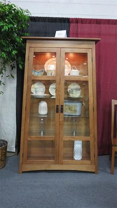 Merveilleux Amish Atwood Curio Cabinet