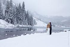 For couples seeking a beautiful outdoor Aspen wedding, Maroon Bells is a dream venue. #winterweddings #winterwonderlandweddings