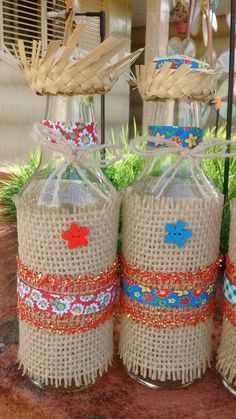Beautiful souvenirs for Festa Junina I gathered in this post beautiful ideas of Party Favors. Picnic Decorations, Baby Shower Decorations, Wine Bottle Crafts, Bottle Art, Diy And Crafts, Arts And Crafts, Decoupage, Burlap, Diy Projects
