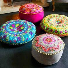 orientalische wohnideen, runde orientalische bodenkissen