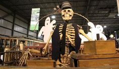 Fantômes ferroviaires / Railway Ghosts #exporail #musée #museum #trains #tramways #streetcars #familyactivities #Halloween Family Activities, Ghosts, Trains, Halloween, Halloween Labels, Demons, Spooky Halloween