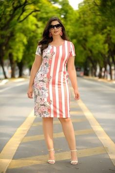 Looks con vestidos | Tendencias 2018 - 2019 en moda para mujeres Pencil Dress Outfit, Frock Patterns, Latest African Fashion Dresses, Plus Size Fashion For Women, Pretty Dresses, Plus Size Outfits, New Dress, Casual Dresses, Fashion Outfits