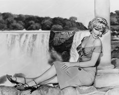 Marilyn Monroe Beautiful At Niagara Falls 8x10 Reprint Of Old Photo