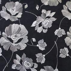 Coton imprimé fond bleu marine foncé grandes fleurs blanches