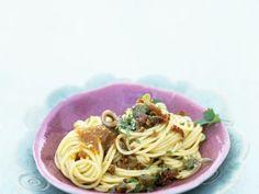 Pasta mit Sardellen und Rosinen ist ein Rezept mit frischen Zutaten aus der Kategorie Fruchtgemüse. Probieren Sie dieses und weitere Rezepte von EAT SMARTER!