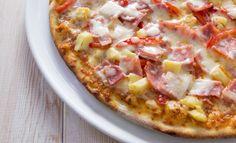 Mariannen suosikkipizzassa on täytteenä kinkkua, ananasta, fetaa, paprikaa ja juustoraastetta. Kuvituskuva.