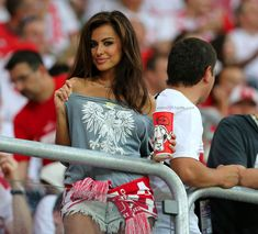 FIFA World Cup 2018 started with all its glory and fans not only from across Europe but also from around the world packed in Russia Soccer Fans, Football Fans, World Cup 2018, Fifa World Cup, Football Masculin, South American Women, Fangirl, Hot Fan, Girls Twitter