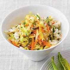 Spitzkohl-Möhren-Salat mit Schafkäse
