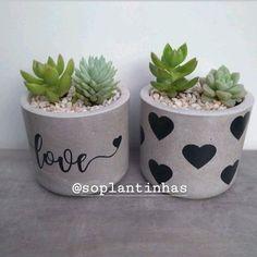 House Plants Decor, Plant Decor, Diy Gift Wrapping Tutorial, Disney Diy Crafts, Painted Plant Pots, Flower Pot Design, Beton Diy, Concrete Crafts, Bottle Garden