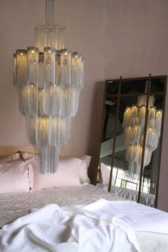 Chandelier by Willowlamp – as seen in House and Leisure Luxury Chandelier, Contemporary Chandelier, Luxury Lighting, Custom Lighting, Chandelier Lighting, Lighting Design, Lighting Ideas, Led 12v, G4 Led