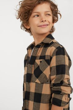 Checked shirt in soft cotton flannel. Turn-down collar buttons at front and yoke at back. Chest pocket with button long sleeves with button at cuffs and a rounded hem. Black Kids, Check Shirt, Fashion Company, Flannel Shirt, Cute Boys, Sleeve Styles, Boy Outfits, Personal Style, Coat