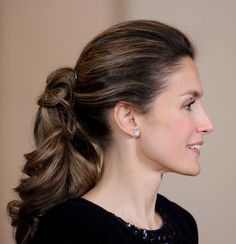 Curly ponytail on Princess Letizia of Spain.