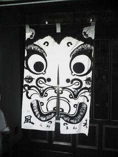 浅草商店街の面白い暖簾の風景