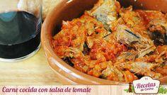 Carne cocida con salsa de tomate -  Si habéis hecho un caldo de carne, la forma mas sencilla y habitual de aprovechar la carne cocina es esta sencilla receta: Carne cocida con salsa de tomate. Sencilla porque solo necesitarás 4 ingredientes: tu carne ya cocida, cebolla, pimiento rojo y salsa de tomate. Haz una salsa de tomate... - http://www.lasrecetascocina.com/2013/03/04/carne-cocida-con-salsa-de-tomate/