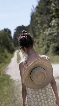Vie Simple, Pack Your Bags, Glamour, Girl With Hat, Paris, Girls Wear, Stay Fit, Country Girls, Sun Hats