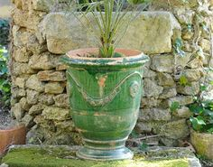 Les vases d'Anduze The French vase d'anduze originated in Provence in the 16th…