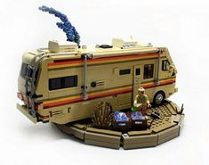 This Breaking Bad LEGO meth lab. (Click through to see other parts of Breaking Bad in LEGO form) Breaking Bad, Lego Design, Crystal Meth, Crystal Ship, Lego Cars, Construction Lego, 8bit Art, Cool Lego Creations, Lego Worlds