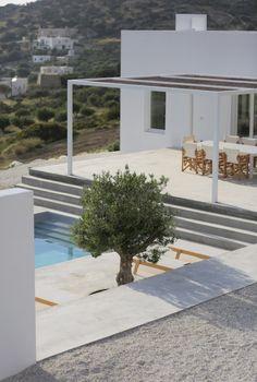 Maison Kamari sur l'île de Paros par le studio d'architecture Re-act Architects