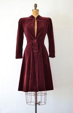 vintage 1930s 40s burgundy velvet dress