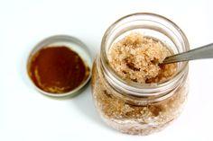 Prosty i łatwy przepis na peeling cynamonowy. Zmieszaj: -0,5 szklanki cukru -3…