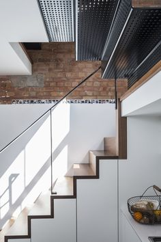 Design-Haus in London von Kirkwood McCarthy Architecture Romane, Architecture Baroque, Architecture Details, Interior Architecture, Interior Design, Residential Architecture, Metal Stairs, Modern Stairs, Stair Well