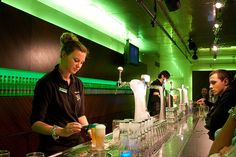 Looking for fun things to do in the christmas holiday? Visit the Heineken Experience in Amsterdam!