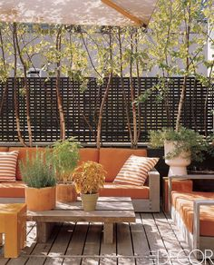 Summer style!! Orange and Wood outdoor deck, patio, terrace, veranda! That wonderful mid-century modern elegant fence! Too cool! Orange deck via Elle Decor